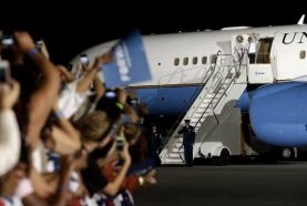 la-pn-obama-air-force-one-20121025-001