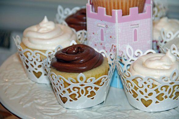 choc and vanilla cupcakes