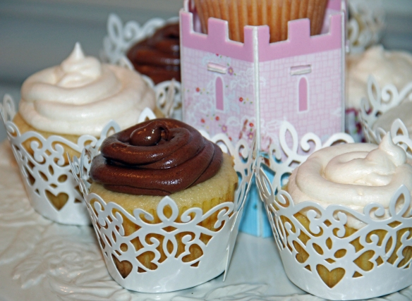 choc and vanilla cupcakes2